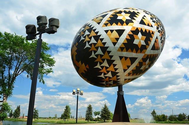 worlds-largest-pysanka-egg-1231199_640