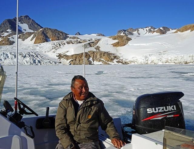 Greenlanders Inuit boat