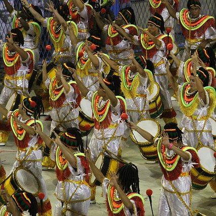 rio-carnival-1084654_640