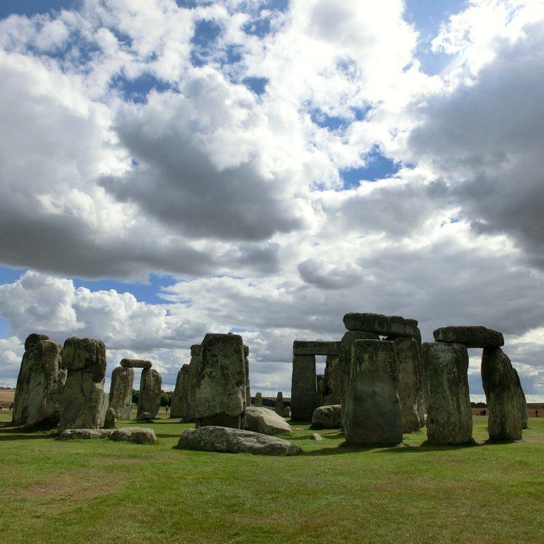 stonehenge-200578_1280